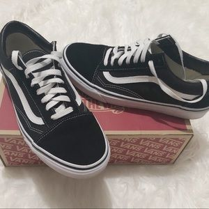 Men's black and white old skool vans